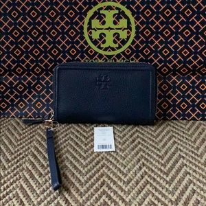 NWT Authentic Tory Burch Smartphone Wristlet